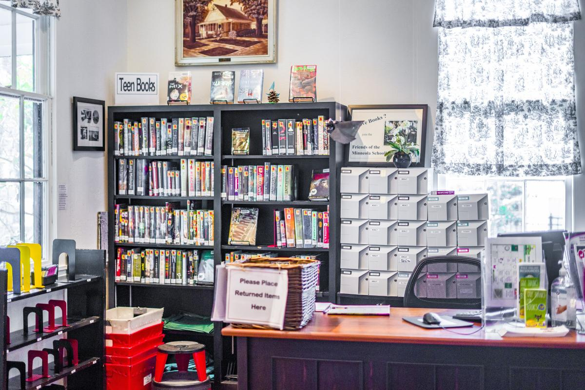 Minneola Library's Front Desk